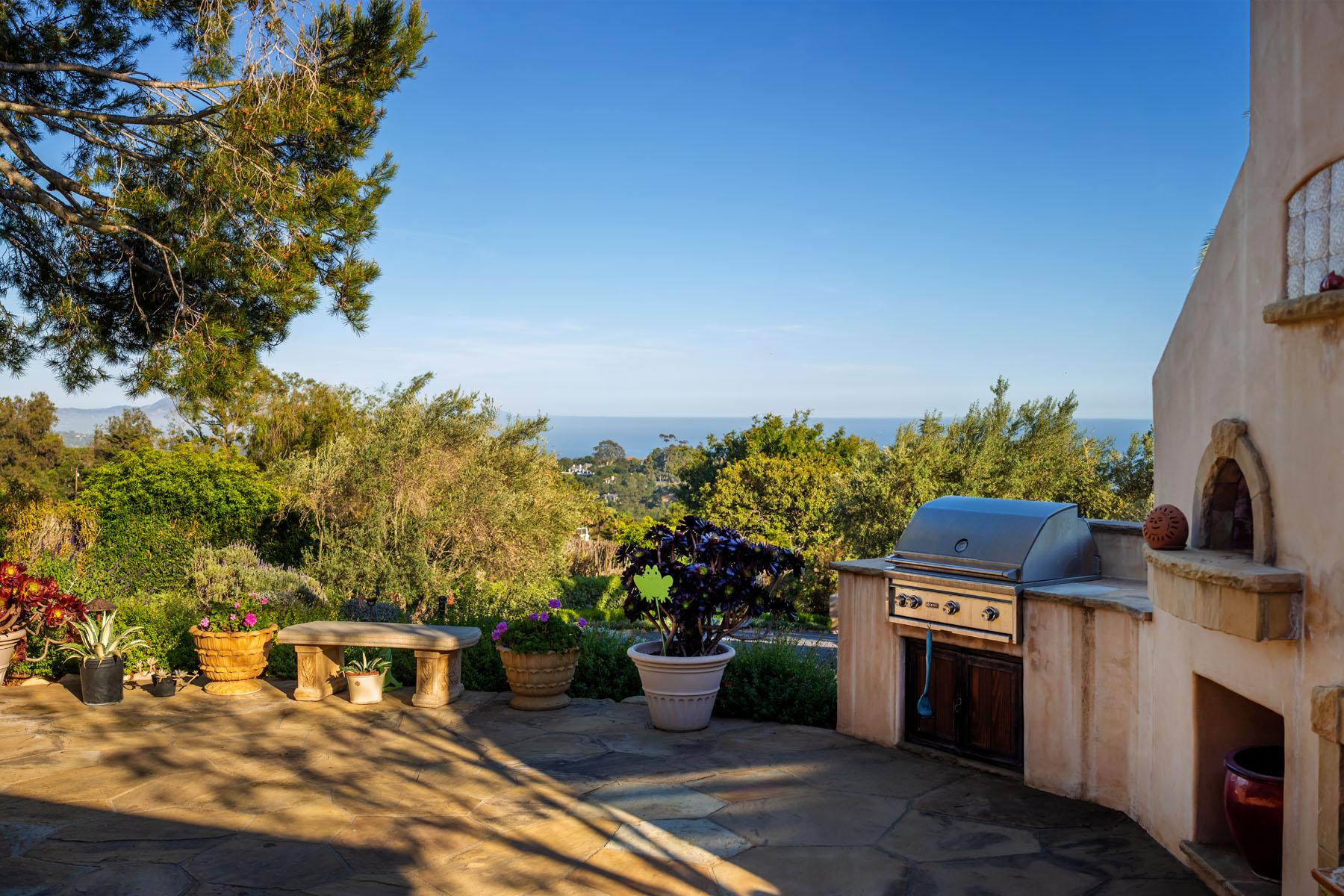 El Rancho exterior patio