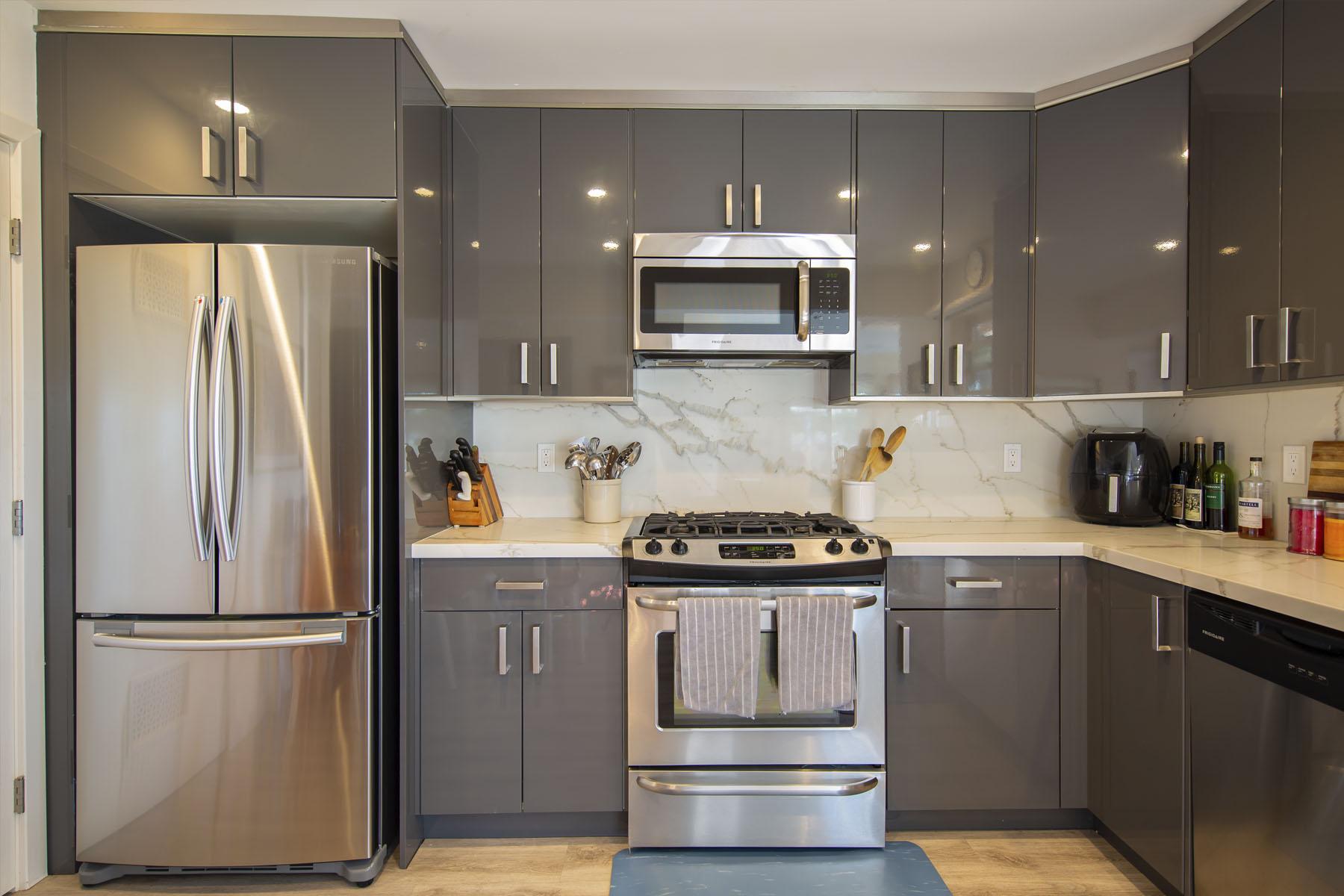 Lakeshore Residence kitchen; Silver Strand, CA
