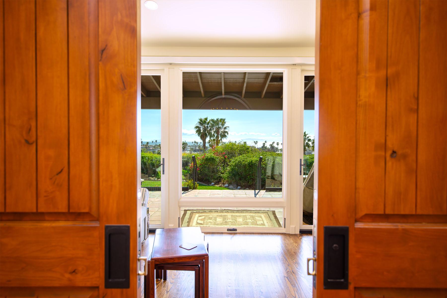 Vista del Mar doors